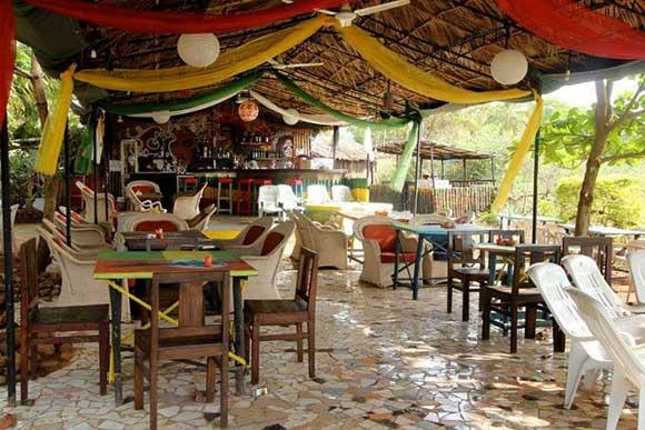 Big fish restaurant bar goa yell goa yell for Big fish restaurant